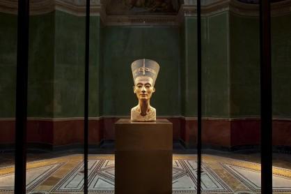 Il busto della Regina Nefertiti al Neues Museum di Berlino
