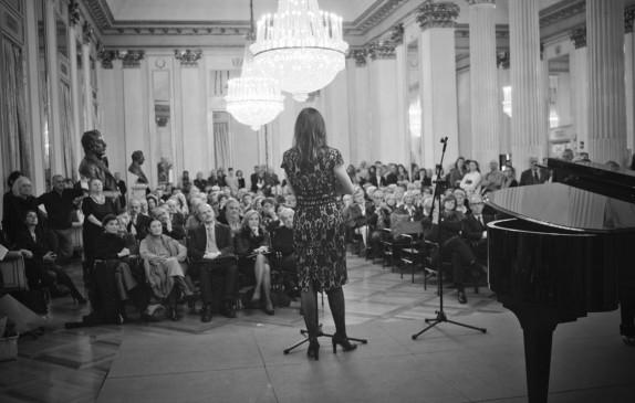 Vittoria Crespi Morbio al microfono (foto Gerry Pizzocari)